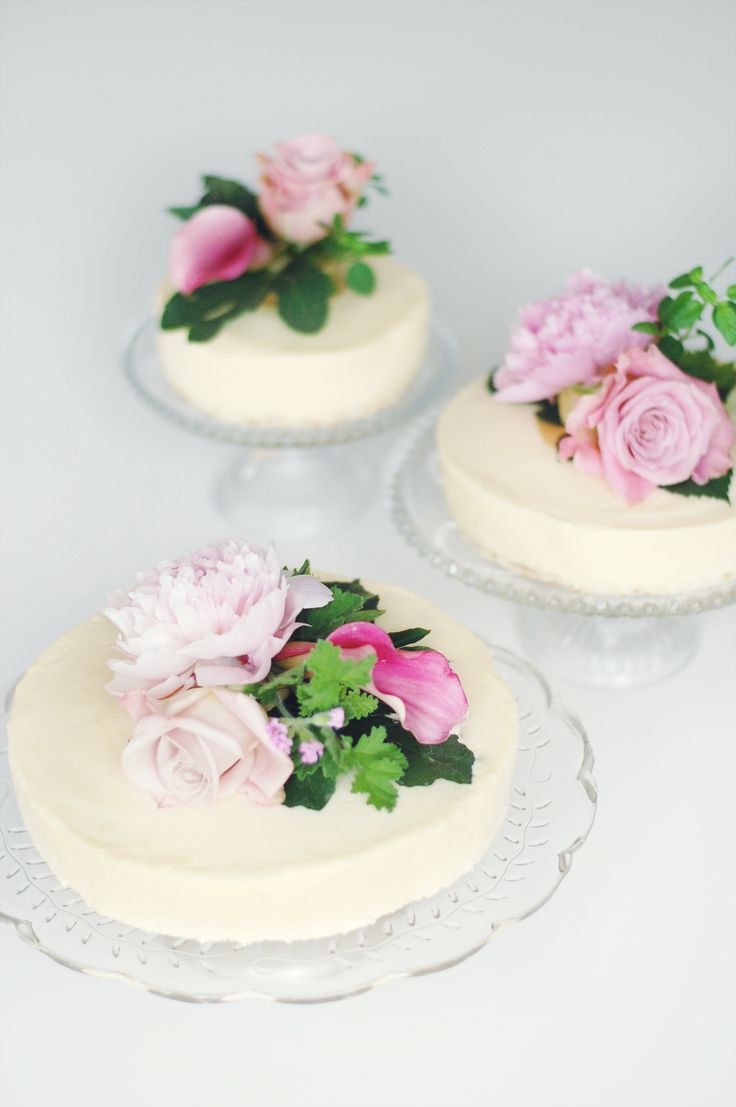 Wedding cakes with white chocolate mousse and strawberry mousse <3