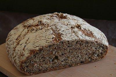 Eltefritt grovbrød med frø - bare en av av over 50 eltefrie brødoppskrifter du kan finne her på bloggen Mat på Bordet.