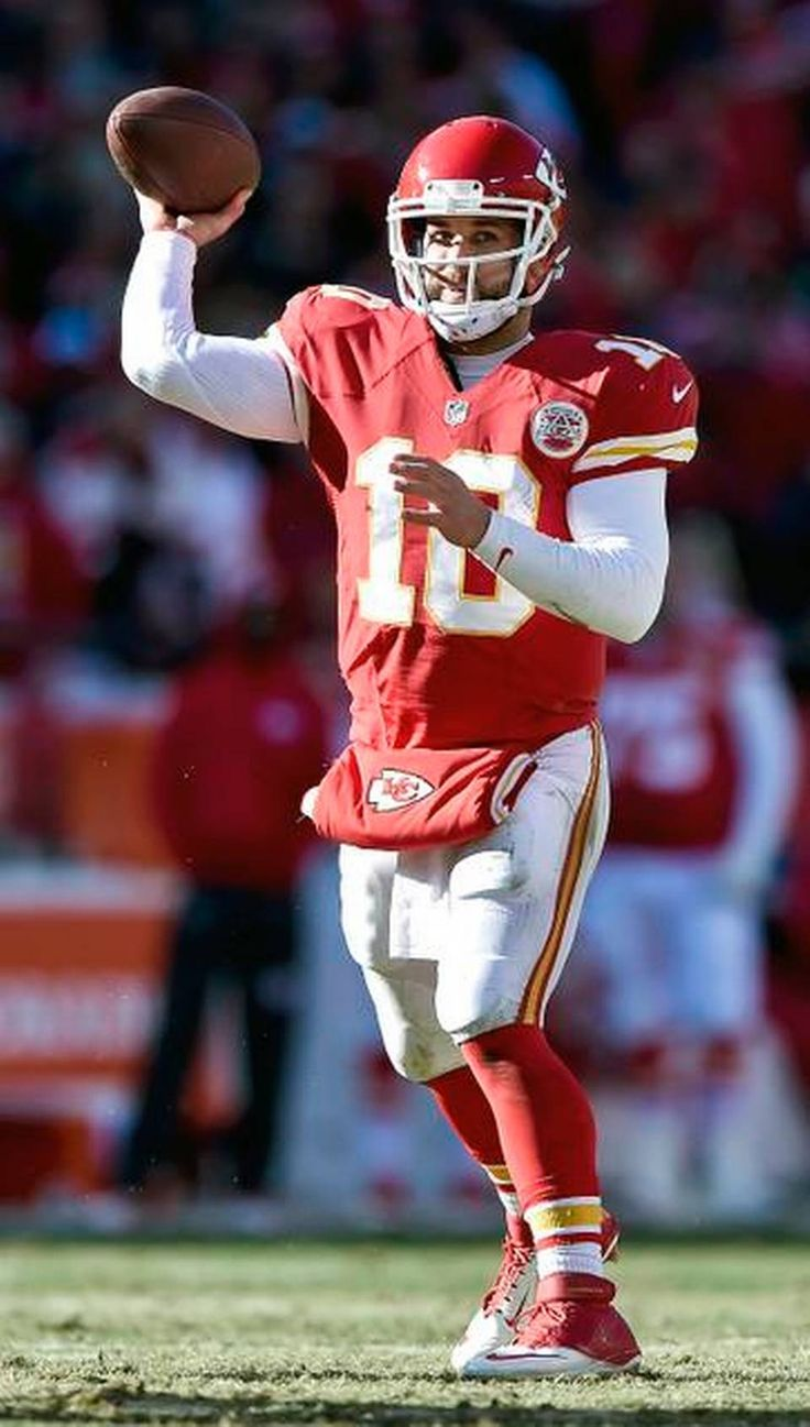 Kansas City Chiefs quarterback Chase Daniel (10) completes a pass to wide receiver Dwayne Bowe (82) in the second quarter during Sunday's football game against the San Diego Chargers on December 28, 2014 at Arrowhead Stadium in Kansas City, Mo.
