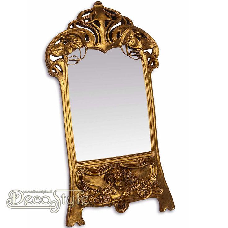 Goudkleurige Art Nouveau Tafel Spiegel met Dames Hoofd  Art Nouveau tafelspiegel met aan de onderzijde een dames hoofd. Zeer gedetailleerd uitgevoerde spiegel. Materiaal: Polystone Kleur: Goud Afmetingen: Hoogte: 49.3 cm Breedte: 28 cm Diepte: 2 cm