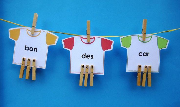 Activité d'étude de mots La corde à linge des mots fréquents: au cours de cette activité, les élèves lisent des mots fréquents écrits sur des cartes en forme de chandail. Ils épellent ensuite ces mots à l'aide d'épingles à linge. Il s'agit d'une activité qui permet de pratiquer la reconnaissance rapide des mots fréquents afin d'augmenter la fluidité et la compréhension en lecture. Document modifiable!