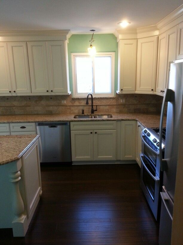 MRK~Kitchen Kraftmaid Cabinets Done In Harrington Door Style, Maple Wood,  Finished In