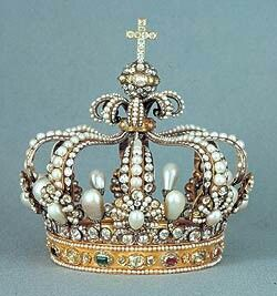 This is one of my crowns xx GODDESSES I am in love with pearls, this was made for me