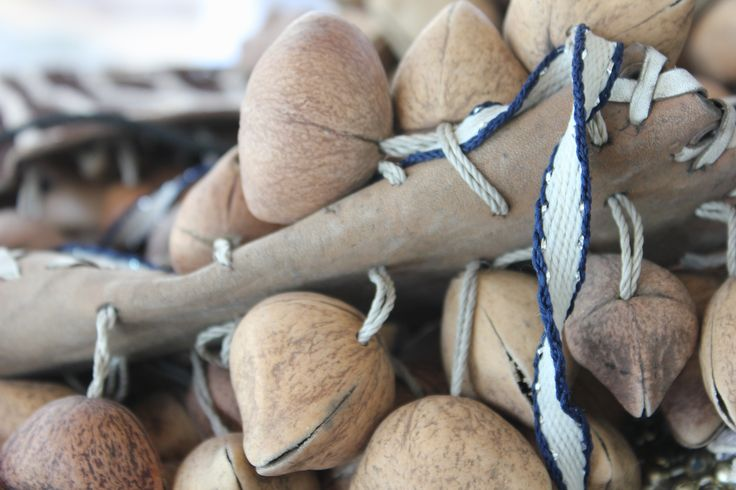 Coyoleras -Usadas por los danzantes tanto en sus piernas como en bastones de mando y otros instrumentos