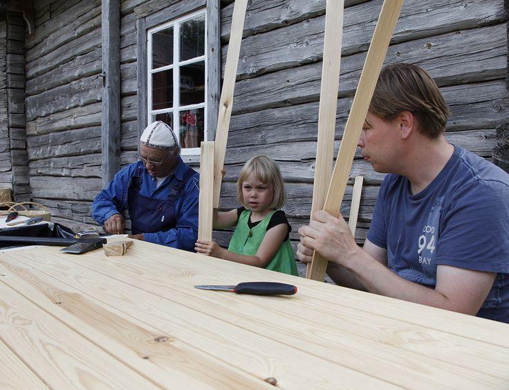 Pärekori valmistuu isoissa ja pienemmissäkin käsissä. Oulu (Finland)