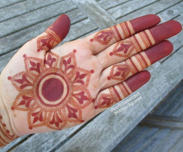 Promising! #henna#nofilter#naturalhenna#natural#mehndi#hennamontreal#art#artist#bodyart#mtlhenna#tattoo#mehendi#design#montrealhennaartist#hennamtl#montrealhenna#nails#hennapro#canada#henné#514#hennaartist#montréal#canada#hennasupplies#hennacones#kina#henne#montreal#mtl