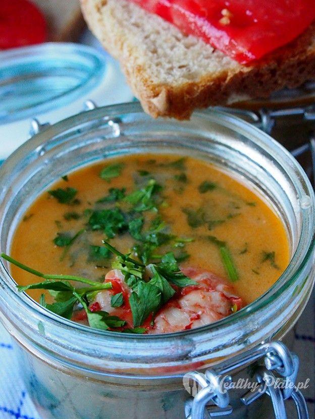 soup with shrimp . sopa de gambas