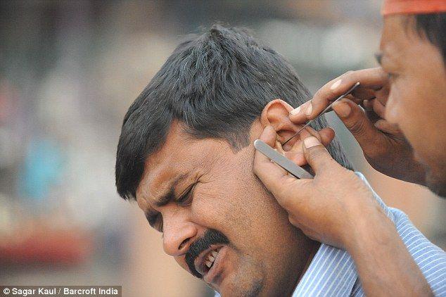 Korek Telinga Batal Puasa? Ini jawapan Mufti Perlis!   Korek Telinga Batal Puasa?  Soalan: Antara perkara yang menyusahkan masa puasa ialah apa yang diberitahu bahawa korek telinga membatalkan puasa. Begitu juga titik ubat di mata. Kalau kita gatal telinga ataupun pedih mata maka memang susah. Betulkah batal?  Korek Telinga Batal Puasa?  Gambar hiasan  Jawapan:  1. Antara anggapan yang salah ialah menyatakan semasa puasa tidak boleh ataupun membatalkan puasa memasukkan apa-apa benda ke dalam…