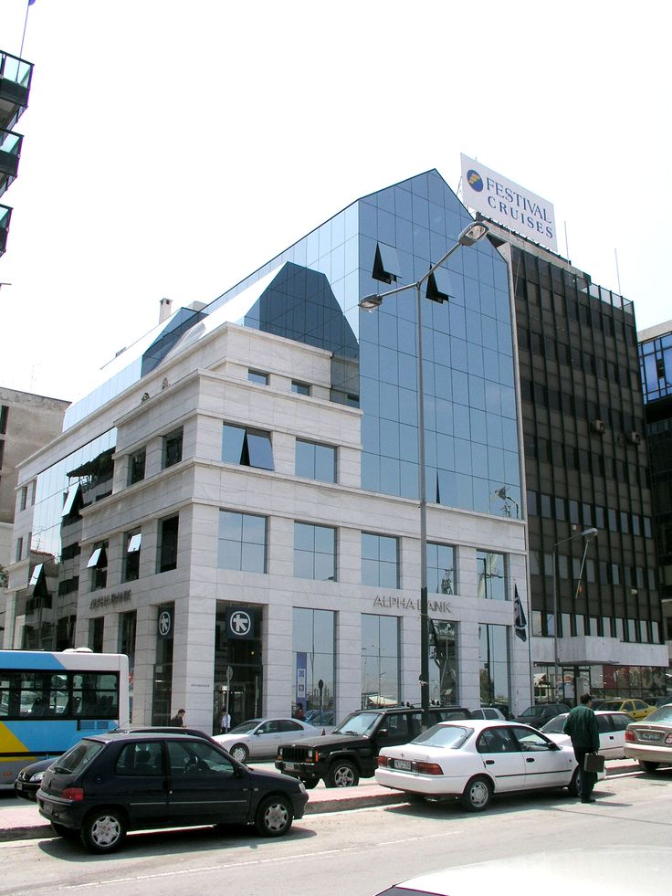 The architectural systems with which Alumil supplied the Alpha Bank branch in Piraeus is the Curtain wall M4. For further information visit our website www.alumil.com