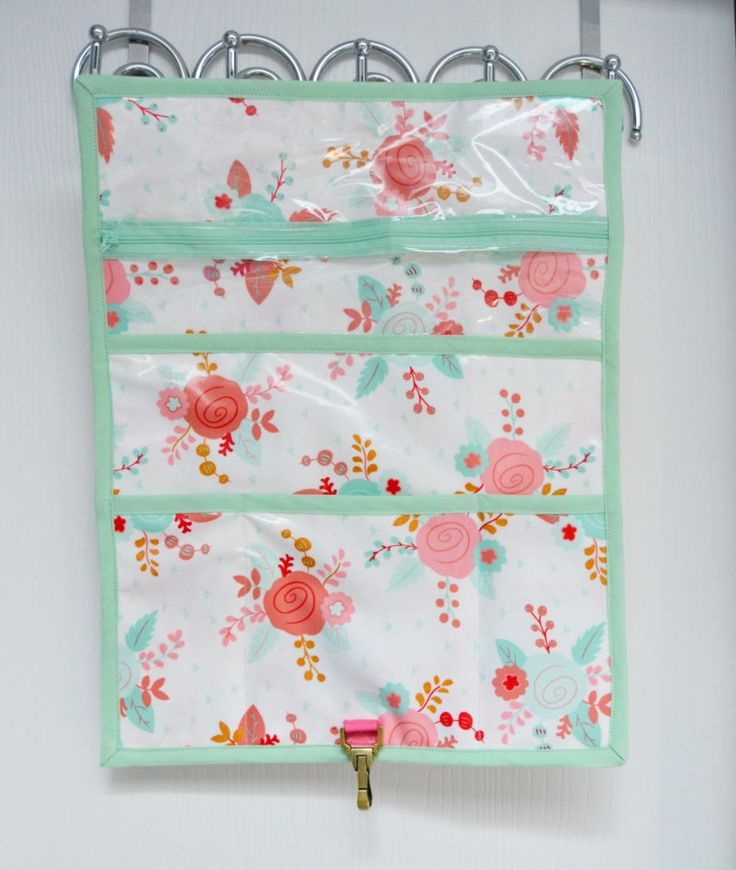 Hanging Toiletry Clutch | Keep  your bathroom organized with this easy sewing project!