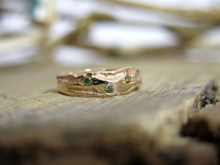 Earth Canyon Lady ring rosegold with 3 green diamonds