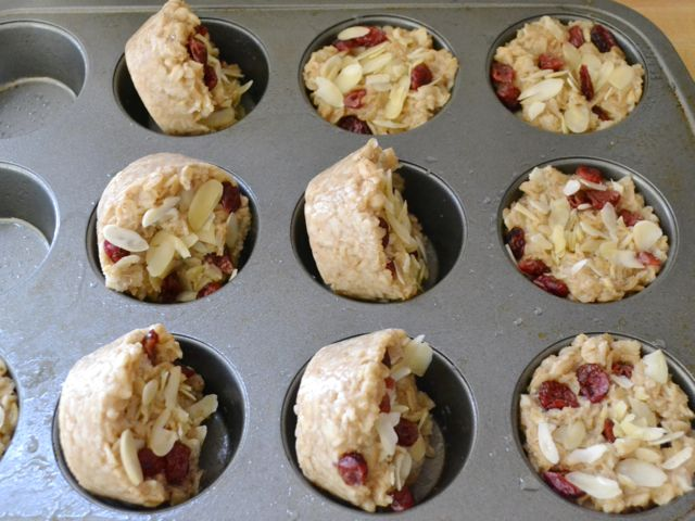 Heat and eat oatmeal by budget bites: 2 cups old-fashioned rolled oats $0.34 3½ cups water $0.00 ½ tsp salt $0.02 3-4 Tbsp brown sugar $0.08 ½ tsp cinnamon $0.05 ⅓ cup dried cranberries $0.50 ⅓ cup sliced almonds $0.83