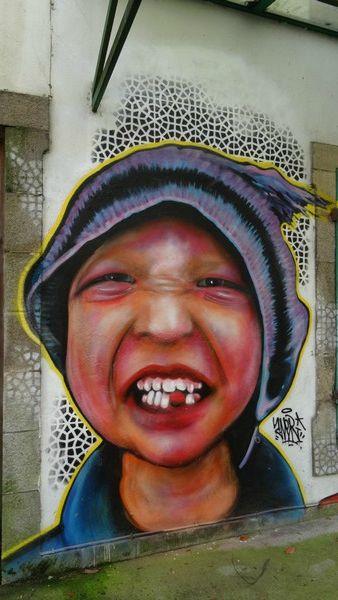 Une dent contre les graffiti ? / Street art. / Quimper, France.