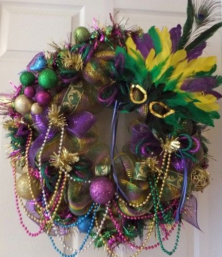 This Mardi Gras wreath is perfect for your Mardi Gras celebration or just to decorate your wall or door It is just full of the elements that make Mardi Gras