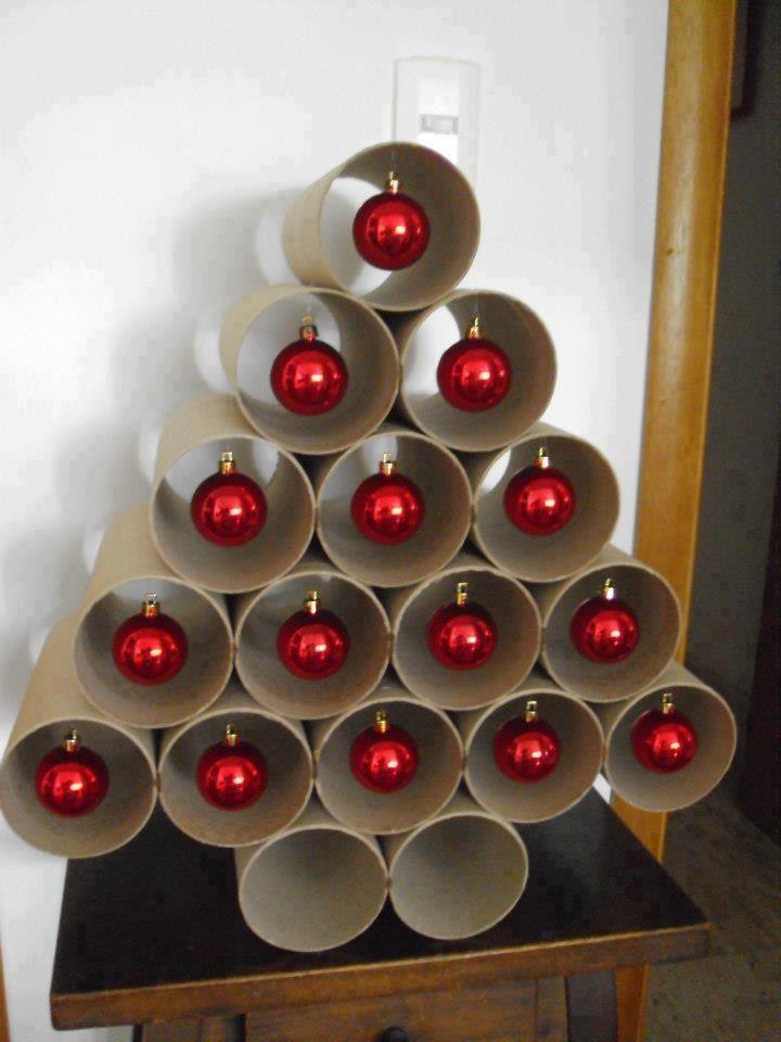 Kerstboom, heel leuk maar ik zou de rolletjes groen (laten) verven!