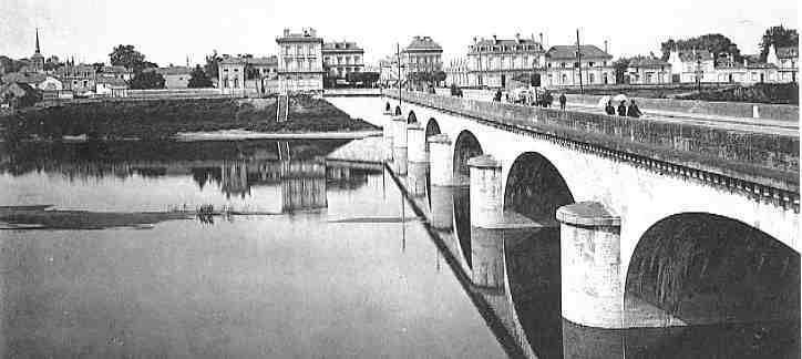 Pont Napoléon, amont. Saumur