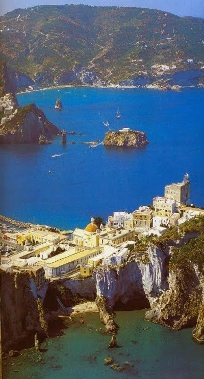 16 of The Most Spectacular Places in The World, That Everyone Should Visit - Ponza Island, Italy