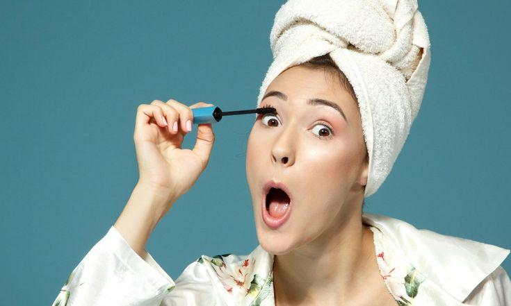 8 häufige Mascara-Fehler, die Sie möglicherweise machen, und wie man sie behebt, weil Nobod … – Applying Mascara