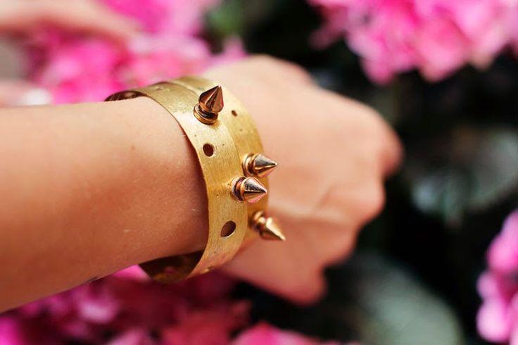 bracciali in ottone satinato e borchie www.aiardodesign.com
