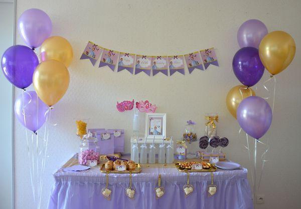 Un anniversaire sur le thème Princesse Sofia, en mauve et doré