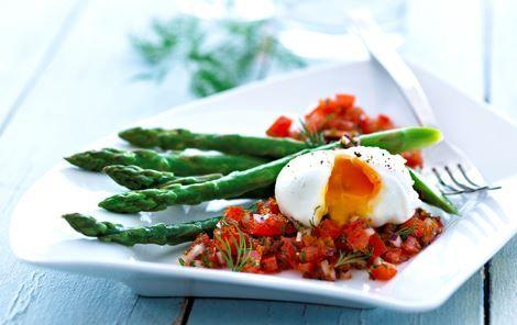 En dejlig forret med æg i flere variationer - hønseæg og fiskeæg sammen smager og ser godt ud.
