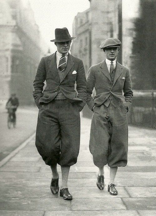 Cambridge graduates wearing plus fours in London, 1920s