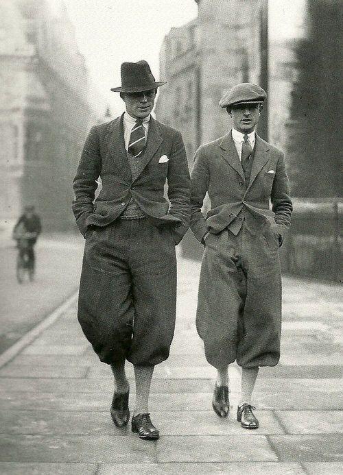 Cambridge garduates wearing plus fours in London, 1920s