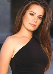 Holly Marie Combs. Beautiful in a simple classy way.