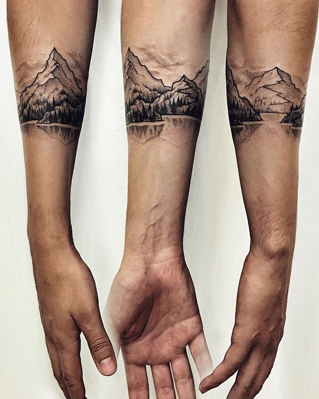 The last tattoo in Berlin! Freehanded Italian landscape for the Brazilian dreamer!  thank you, Cristiano for the total trust! #tattoo #blacktattoo #mountains #landscape #mountain #mountaintattoo #lake #forearm #wanderlust #berlintattoo