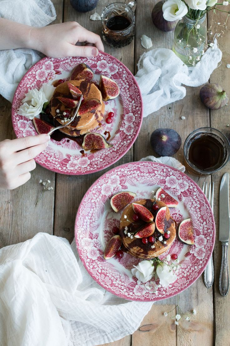Super fluffy vegan pancakes with figs - The Little Plantation Blog