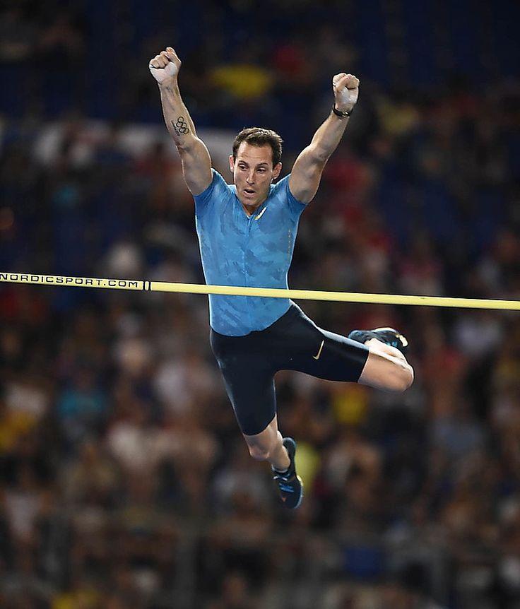Salto con l'asta - Renaud Lavillenie fa tremare il 5,94 che Bubka qui aveva realizzato 31 anni fa. L'olimpionico salta 5,91 e poi va all'assalto senza fortuna dei 6,01. Il bravissimo brasiliano Thiago Braz da Silva ha portato il primato del Sud America a 5,86.