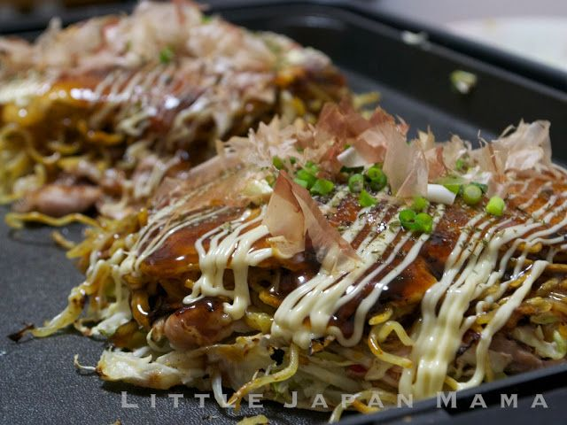 "After posting my first  Osaka Style Okonomiyaki Recipe , one of my friends asked me, ""How about the okonomiyaki with noodles in it?""    ..."