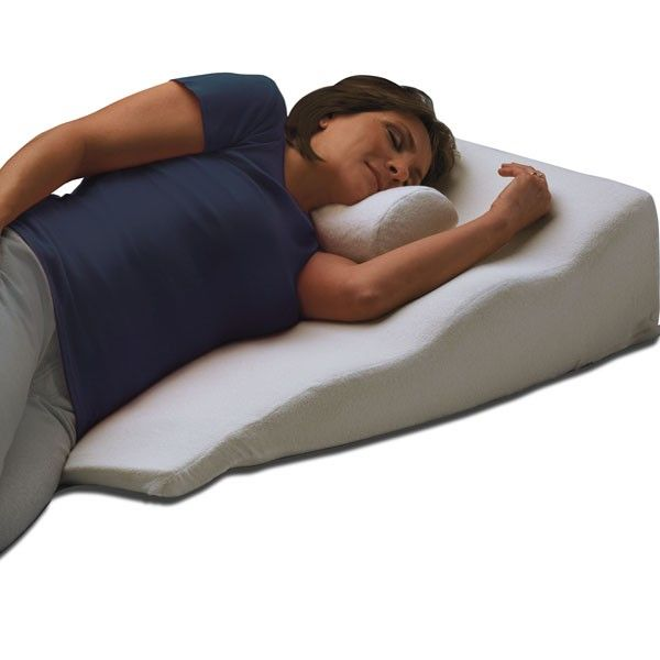 lcao016 sleeping with the side sleeper bed wedge can help people who suffer from