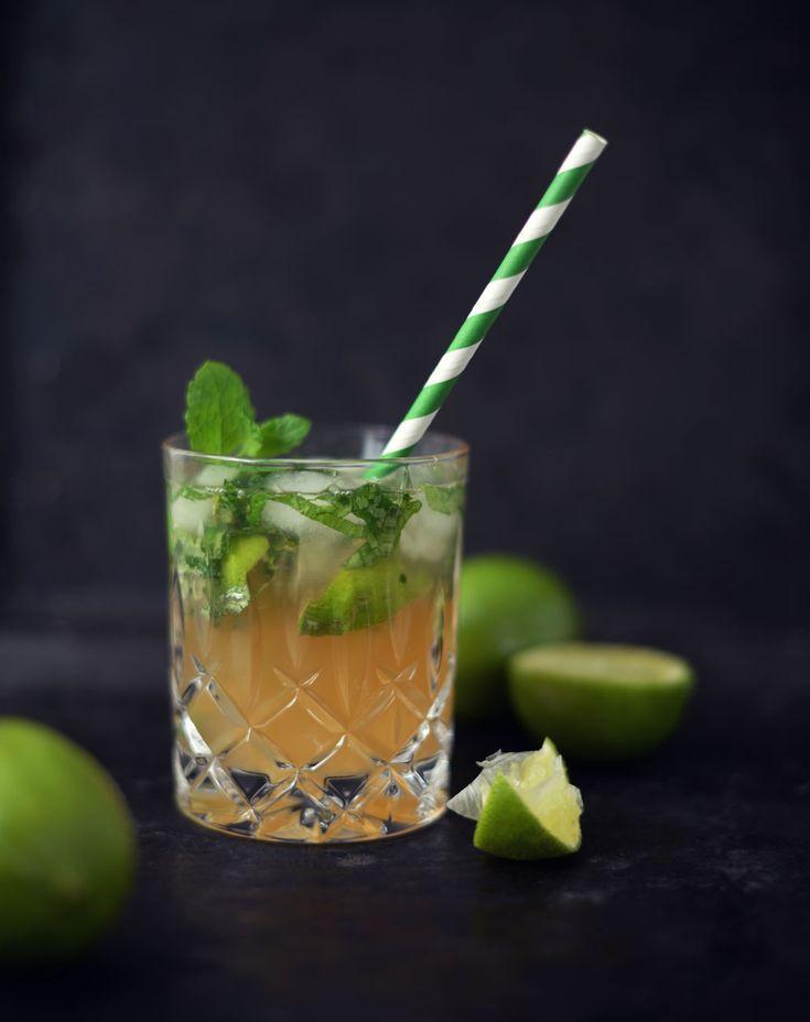 Opskrift: Alkoholfri drink med æblemost, gingerale, lime, ingefær og mynte. Tilsæt evt. gin.