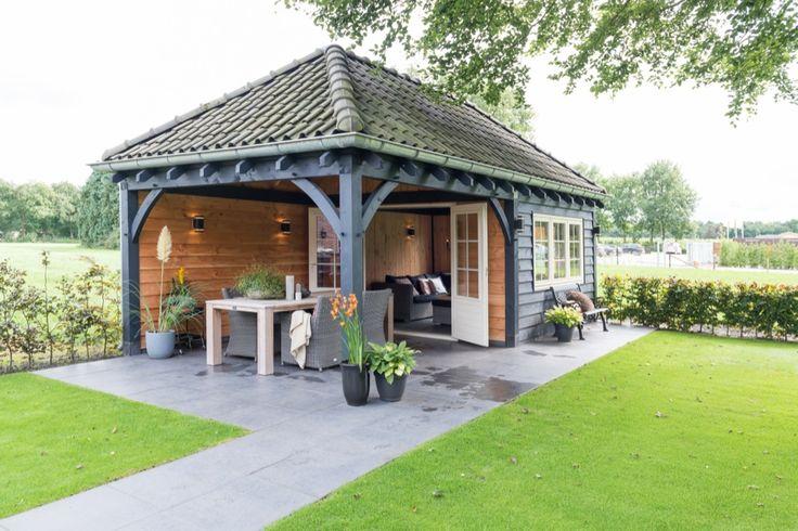 Dit luxe buitenverblijf met overdekt buitenterras onder een traditionele sporenkap in Elspeet is vervaardigd van duurzaam Lariks en Douglas hout.