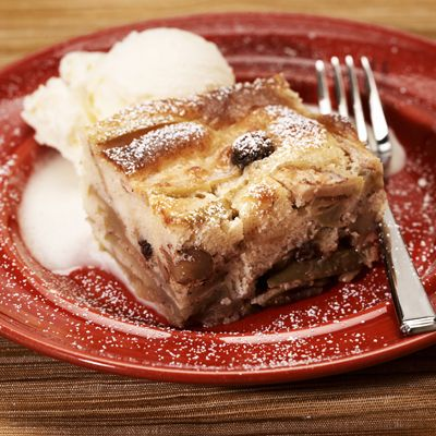 LA LECHERA APPLE RAISIN CAKE: This cake is sweet, tasty and easy-to-make. Top with vanilla ice cream to add an extra flair.