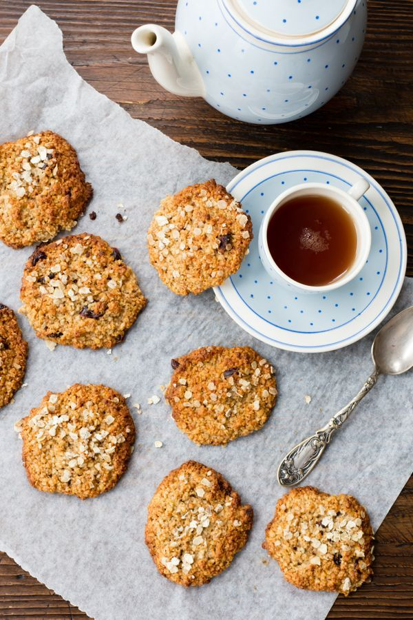 These oaty cookies are made with delicious ingredients, and are totally gluten free and vegan.