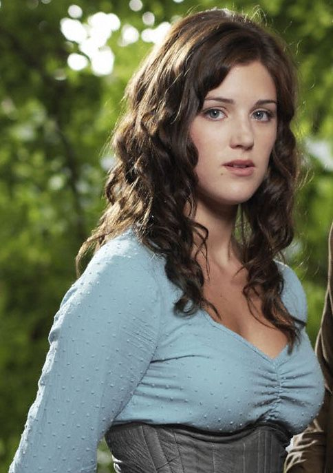 Lucy Griffiths as elinor tyrell