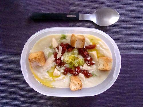 #Schiscetta - #Vellutata di #Finocchi e #Porri con #Pomodorini Secchi, scaglie di #formaggio al forno e crostini aromatizzati