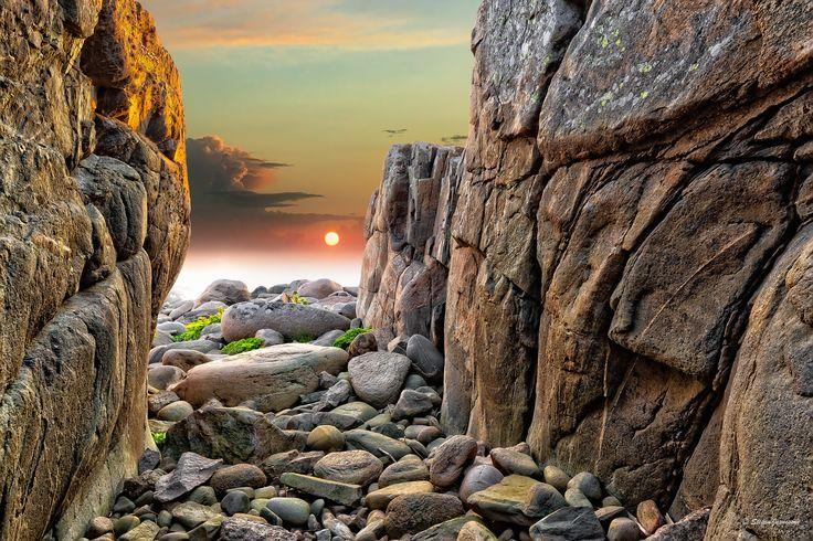 https://flic.kr/p/Cmw4ZN | Wander amongst many stones