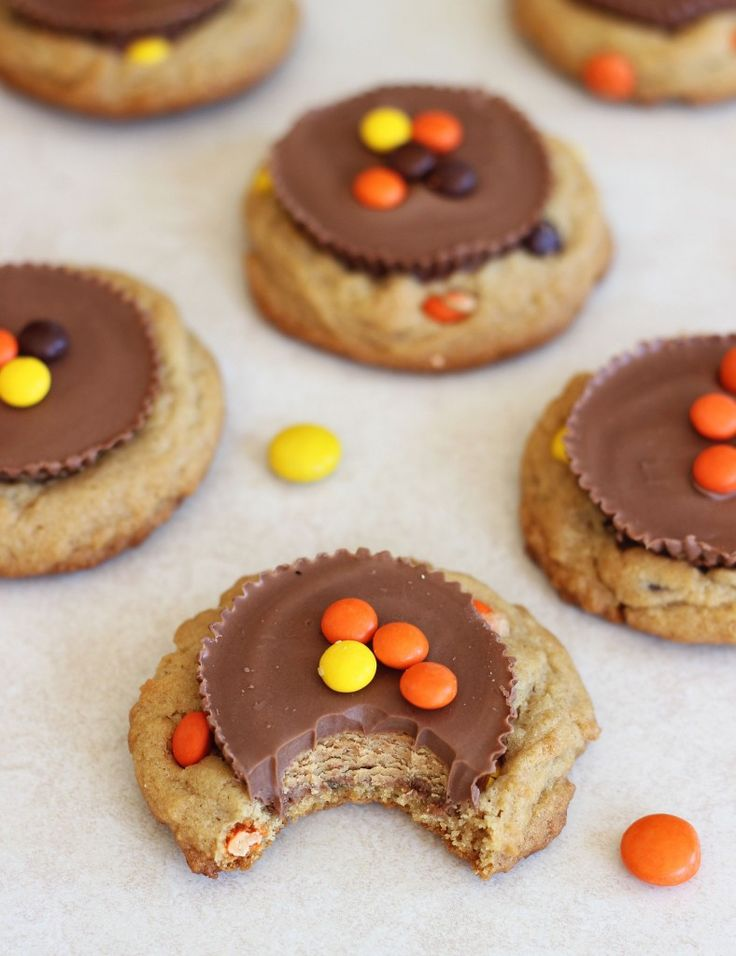 REESE'S CUP REESE'S PIECES PEANUT BUTTER COOKIES! The ultimate in decadence! #thegoldlininggirl