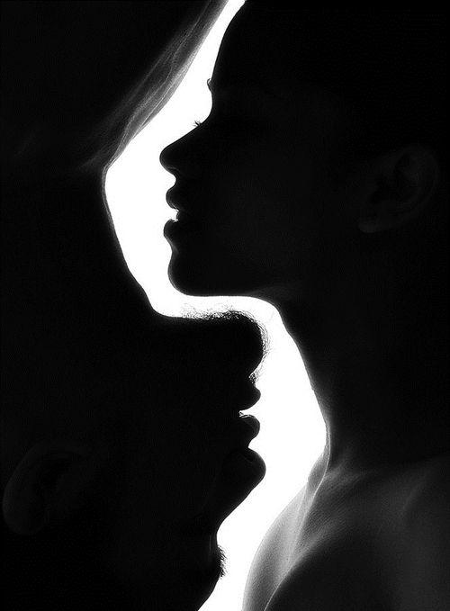 O amor é uma moeda de duas faces que uma não pode existir sem a outra, cara ou coroa, prazer ou dor..