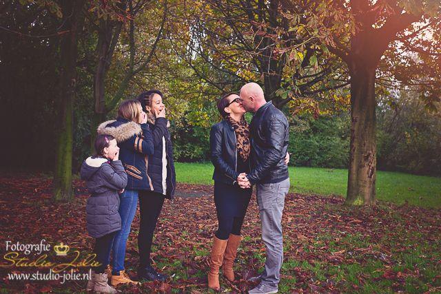 Grappige familiefoto met kinderen