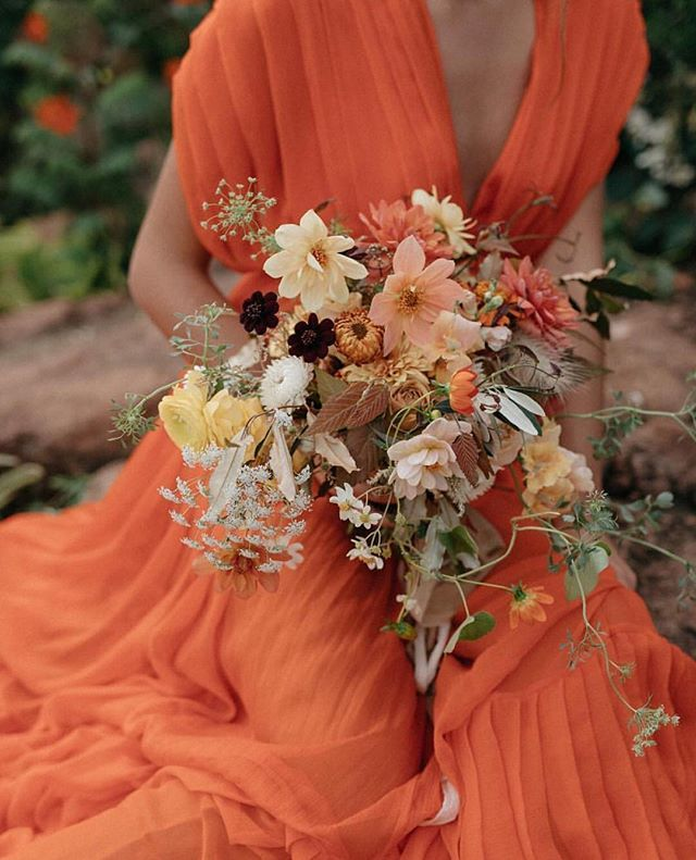 Autumn inspiration. From a recent styled shoot at the flower workshop of @lamusadelasflores in Valle de Bravo, Mexico. Photography @gillianstevens | Silk dress @krisgoyri | Floral design @lamusadelasflores | Hand-dyed silk ribbons @thepoetryofsilk.