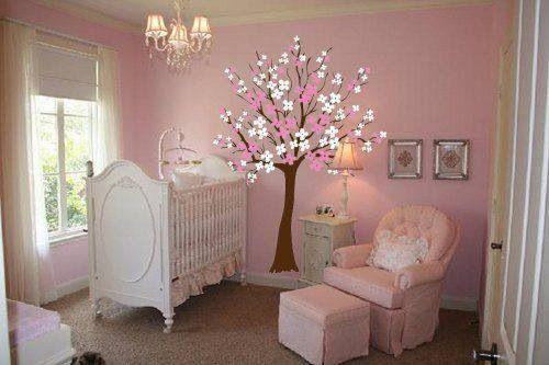 Cuarto de bebe, pared pintada con árbol , decoración para niña