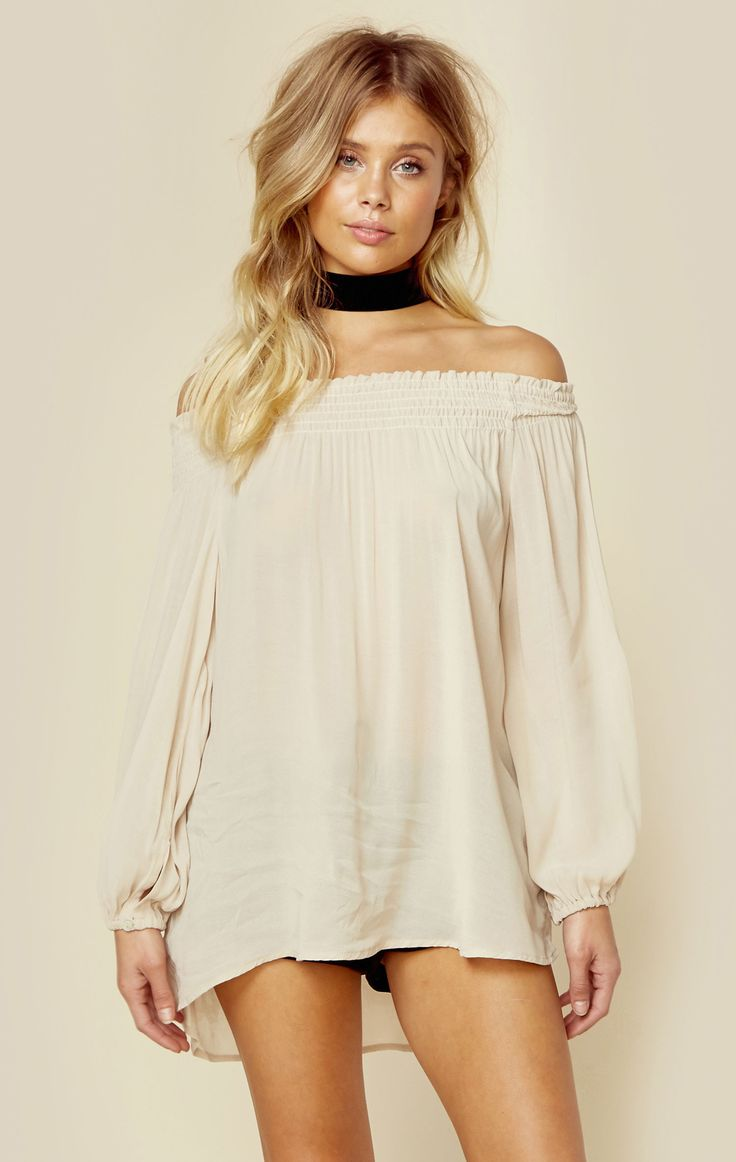 Blue Life's Easy Breezy Off the Shoulder Top lives up to its name with its lightweight fabrication, off the shoulder silhouette, long and flouncy balloon sleeves, and relaxed fit.  Made in USADry Clea
