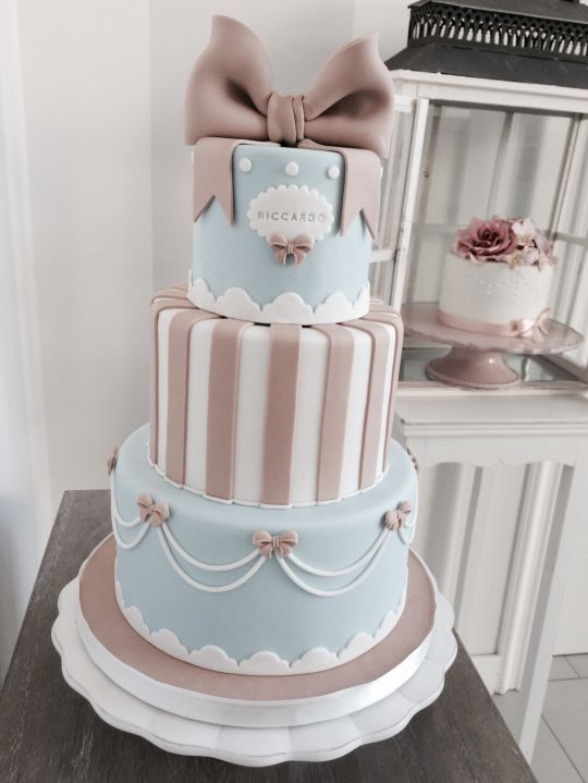 Stripes and bows. Replace bows with roses and would make pretty cool wedding cake.