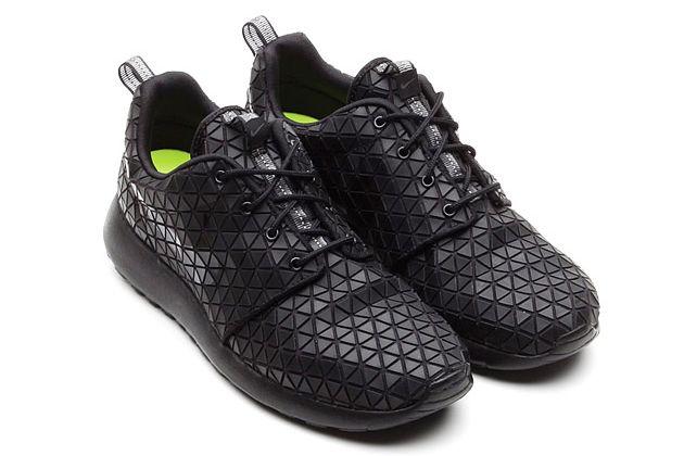 Nike Roshe Run Metric Black