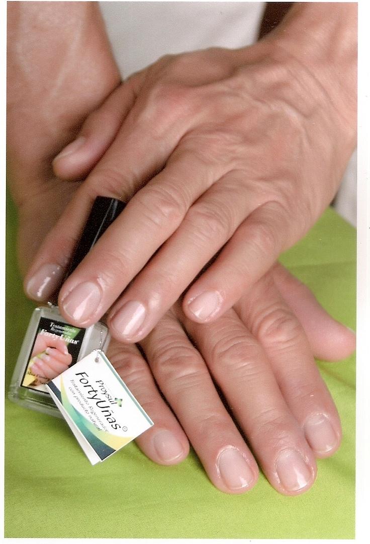 Porque tus manos también se expresan, lúcelas con confianza. Para hombres que quieren lucir uñas saludables y bonitas.