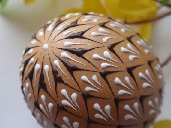 Decoración de huevos de Pascua cera realzado Pysanky por EggstrArt